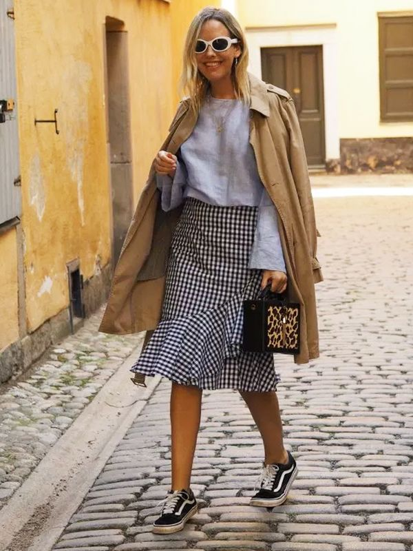 Weekend Outfit Ideas: gingham skirt + sneakers + trench coat