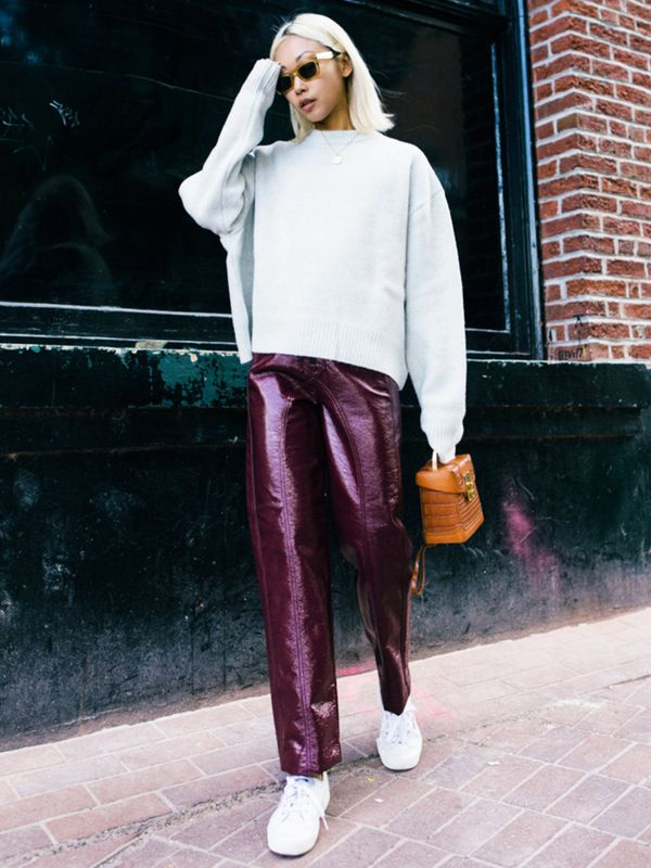 Weekend Outfit Ideas: vinyl trousers + sneakers + sweatshirt