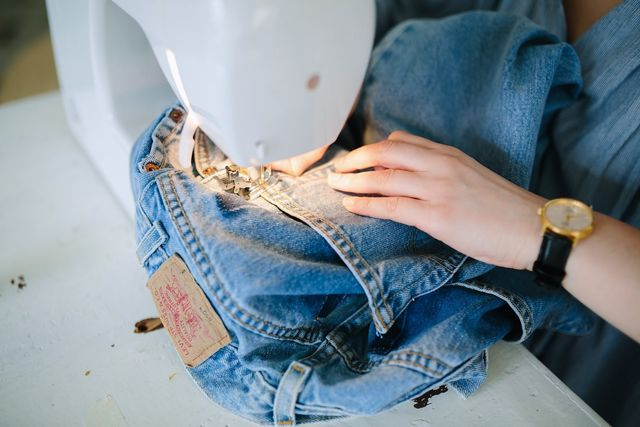 Sew the legs back together. To avoid making the jeans too short, keep the seam allowance to a minimum because this will affect the length of your jeans. Sew the back pockets back on in...