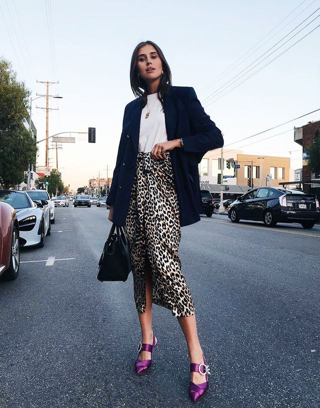 Spring street style outfit ideas 2018: a leopard print pencil skirt with a white T-shirt, blazer and purple satin shoes