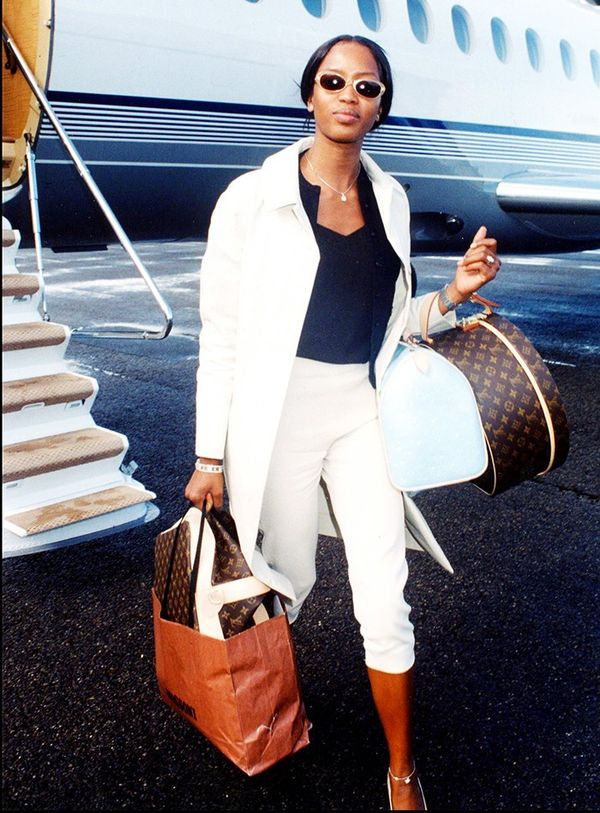 Naomi Campbellknows how to exit an aircraft in style.