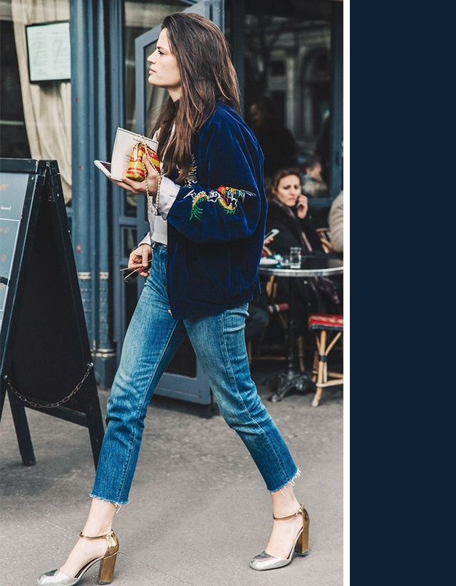 A dark medium denim washlooks great paired withnavy blue. Since the jeans are not dark enough to wash out the navy color, the two different shades end up bringing out the best blues in...