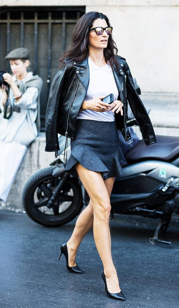 For a night out on the town, weara flirty miniskirt with a white T-shirt and classic pumps. Drape a leather jacket over your shoulders for a look that's irresistible.