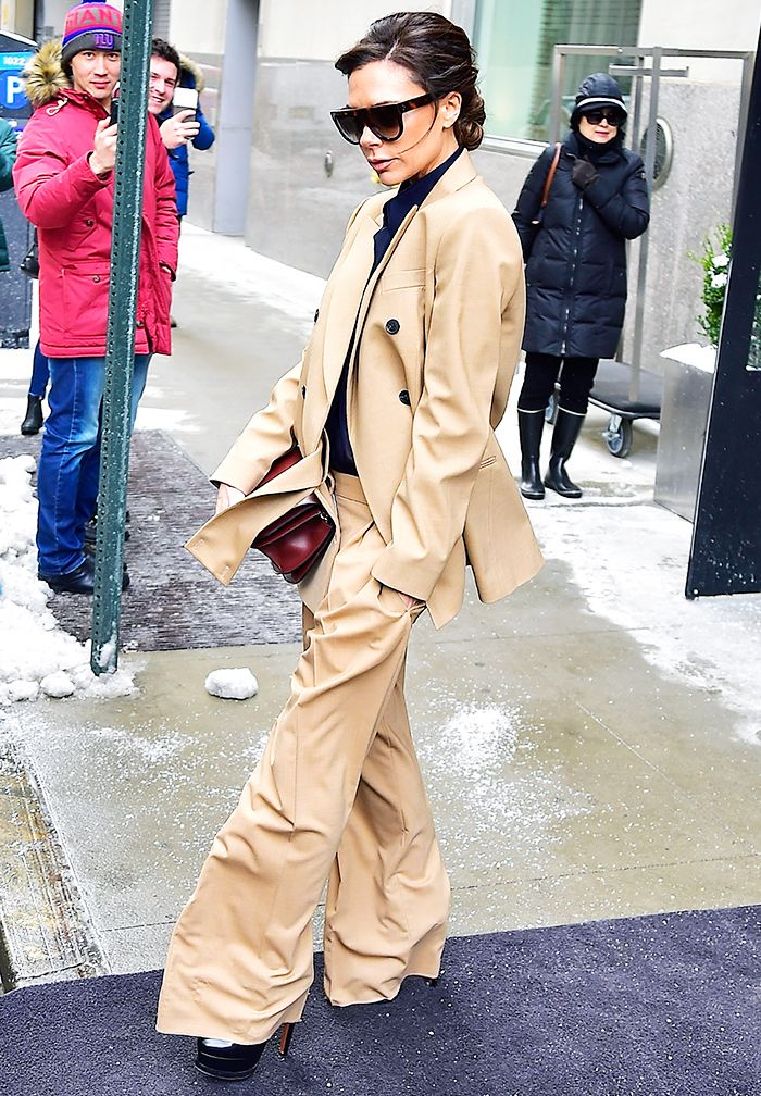 How to look taller: Victoria Beckham in a beige suit