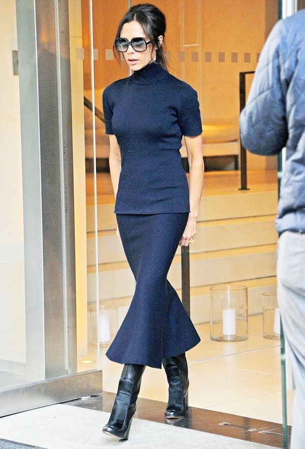 How to look taller: Victoria Beckham in a black top and skirt