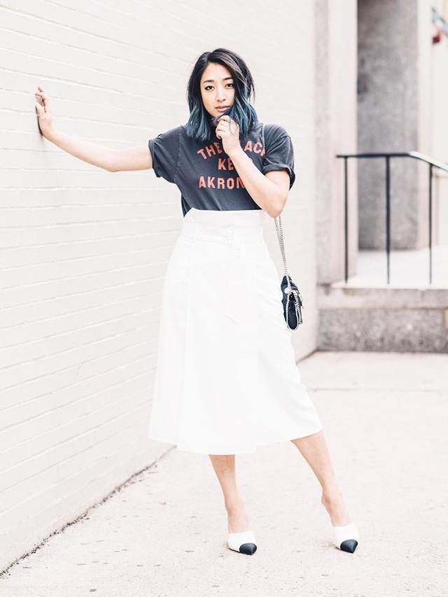 T-shirtsin the city accompany work staples like midi skirts and high heels.