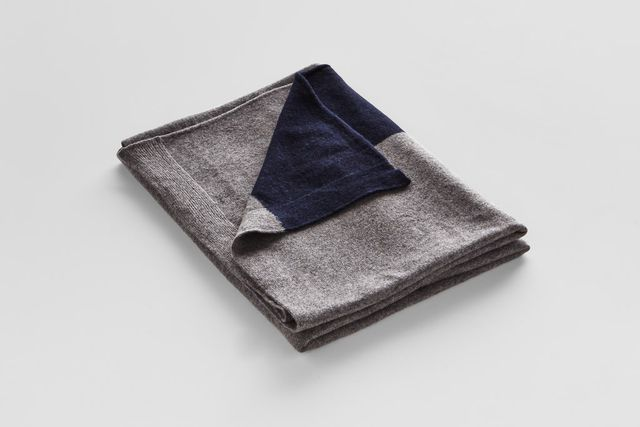 IN BED Cashmere throw rug in Dark Grey with Navy Stripe