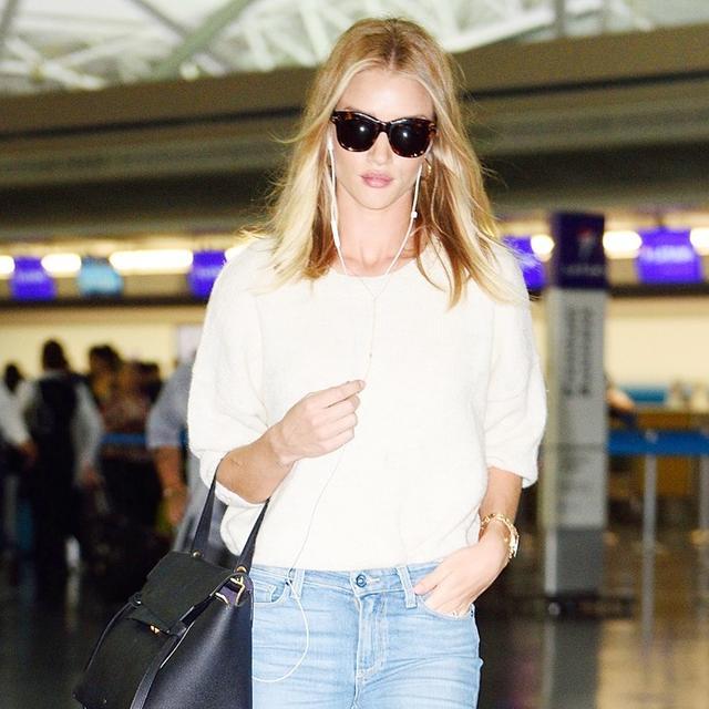 How Rosie Huntington-Whiteley Wears Summer's Biggest Denim Trend