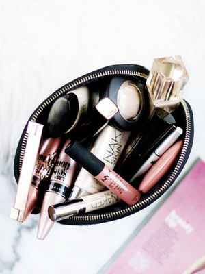 9 Things Every L.A. Girl Has in Her Makeup Bag