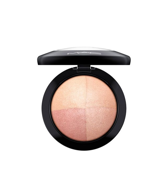 MAC Mineralize Skinfinish in Perfectly Lit