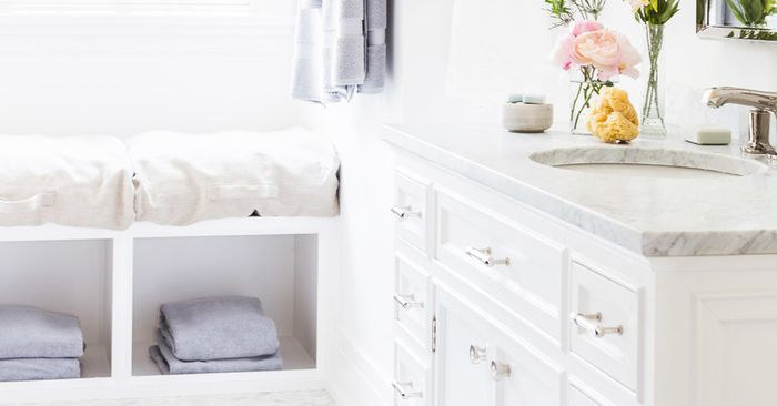 how to wash bedding and fold everything in your linen closet mydomaine. Black Bedroom Furniture Sets. Home Design Ideas