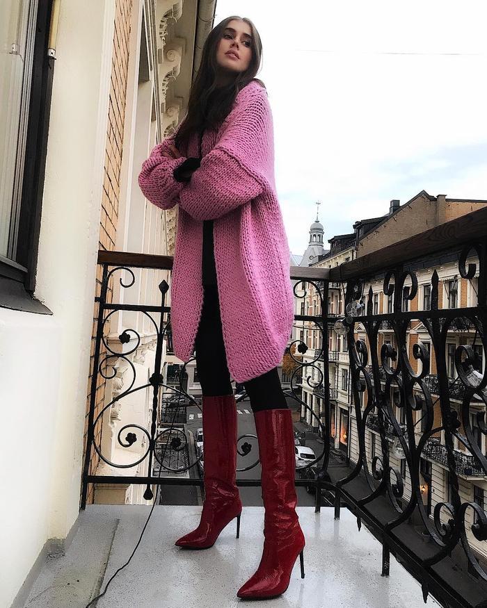 How to Wear a Cardigan: @darjabarannik wears a pink cardigan with burgundy boots