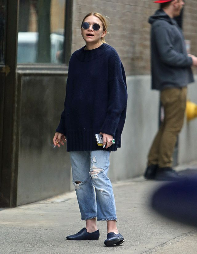Keeping the strangle of sweaters at bay isn't just about the other pieces you pair it with. Like Mary Kate Olsen, the queen of long layers and oversized sweaters proves, there's more to being...