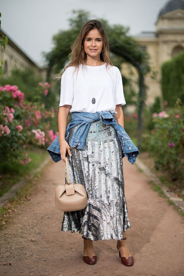 How to wear maxi skirt: Sparkle in sequins