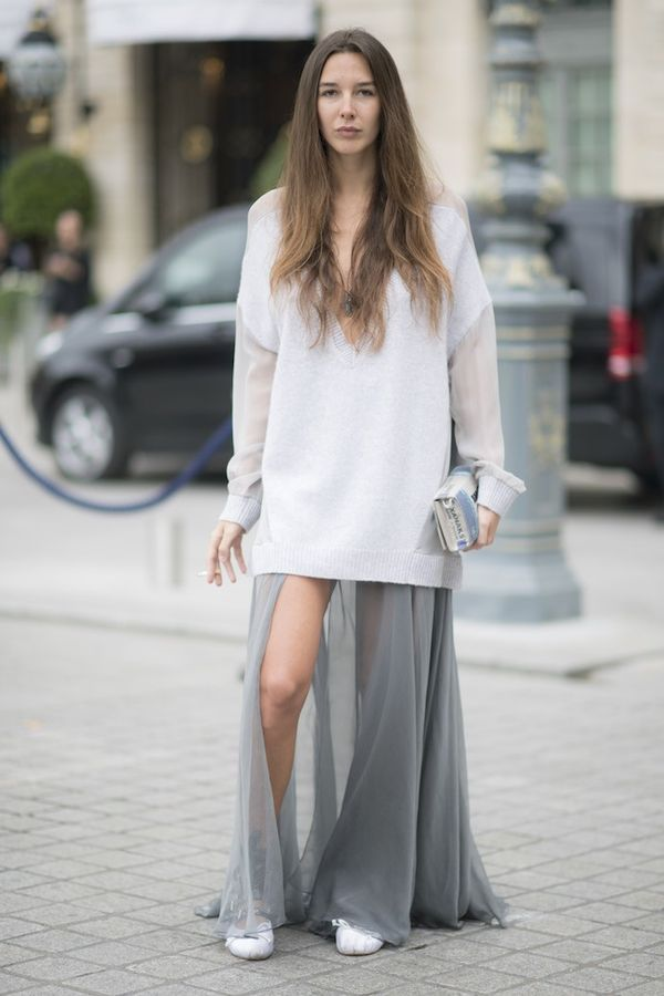 How to wear maxi skirt: Mix in lounge-wear