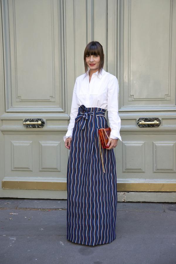How to wear maxi skirt: Belt it