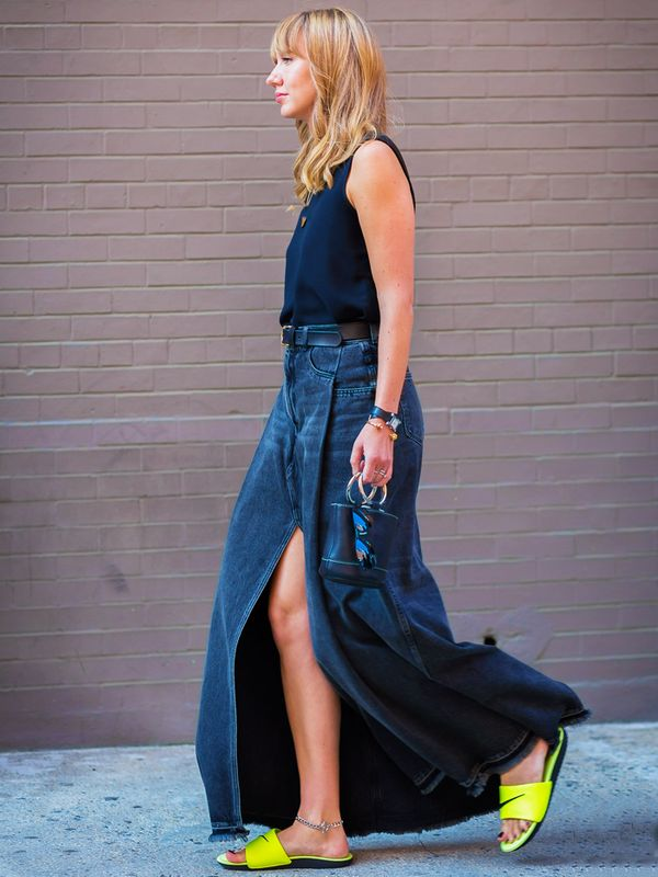 How to wear maxi skirt: Think about a split