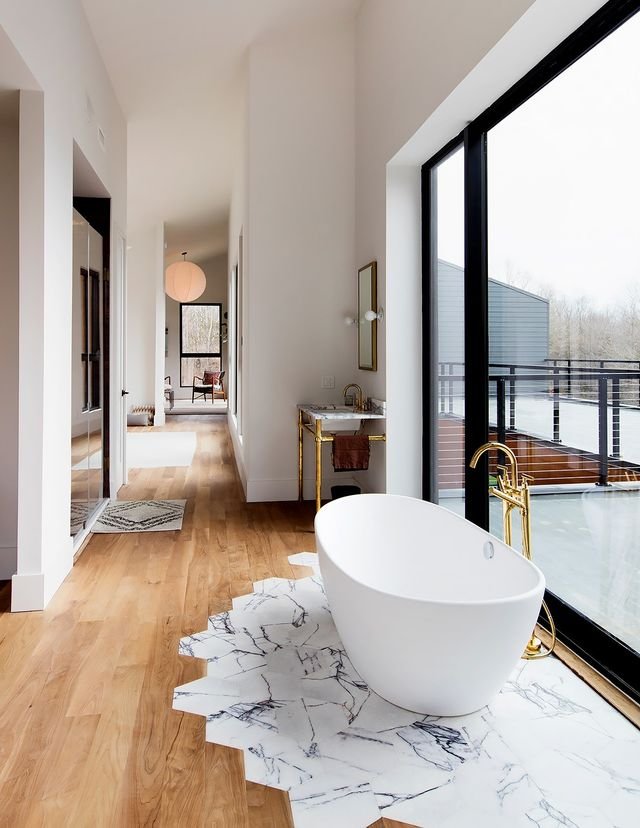 It might look complicated, butStudio DB'sBritt and Damian Zunino, the duo behind this stunning bathroom space, say transitioning tiles to wooden floorboards is surprisingly...