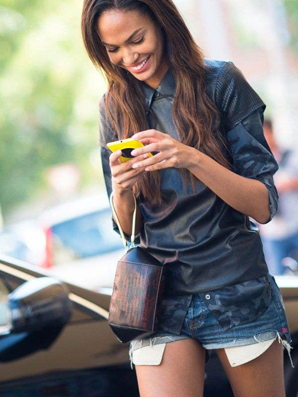 Sexting Might Be The Key To A Healthy Relationship  Mydomaine-6699
