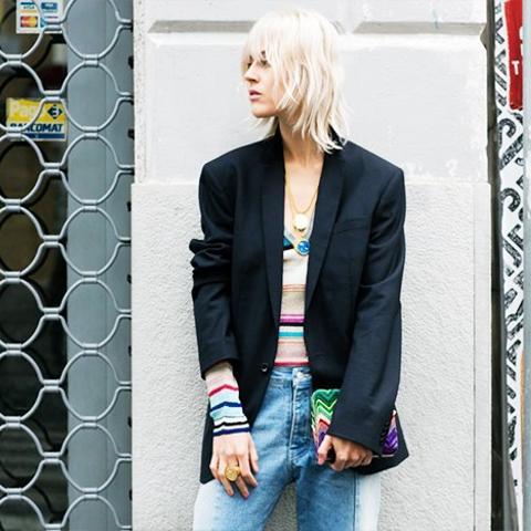 1980s fashion trends: shoulder-pad blazer on the streeys