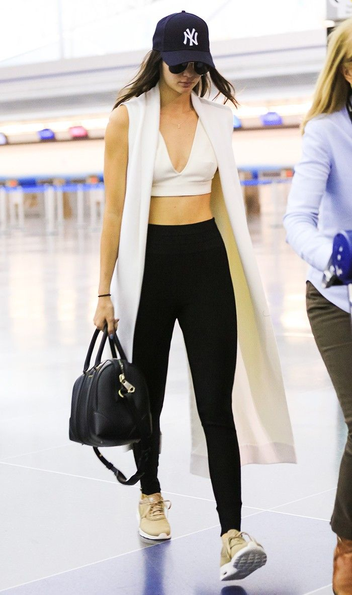 how to wear leggings in the summer: Kendall Jenner
