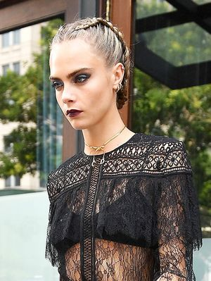 Cara Delevingne Uses This Awesome Winter Styling Hack