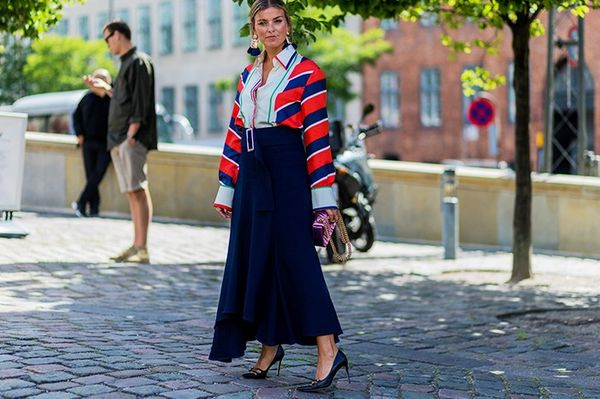Style Notes: Janka Polliani's Célineshirt could be worn a million and one ways, but we particularly like this office-ready midi skirt and court-shoe combination. Props forthe...