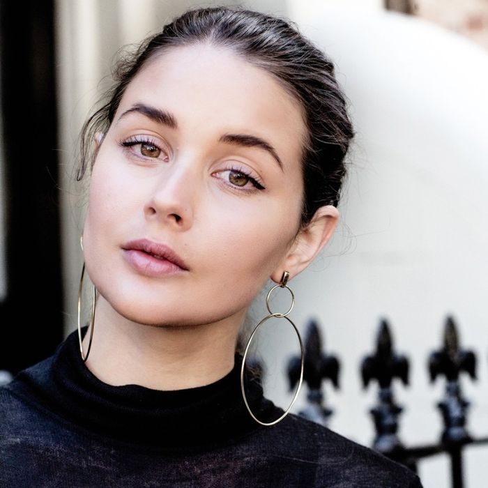 An Effortless Way to Pull Off Major Hoop Earrings