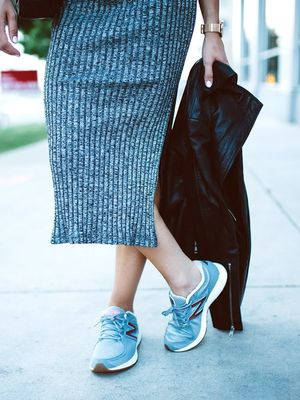 How to Nail the Street Style Sneaker Trend