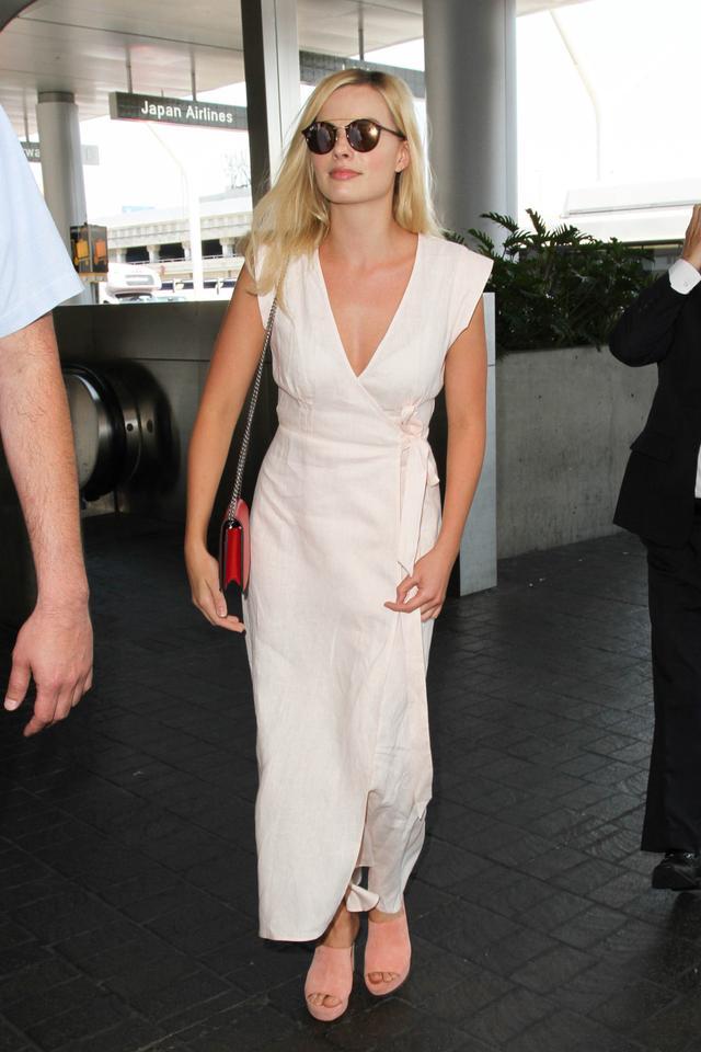 Margot Robbie airport style