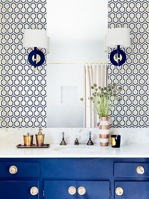 This Is How a Designer Makes a Tiny Bathroom Look Luxe