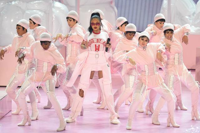 Rihanna MTV VMAs 2016 Performance