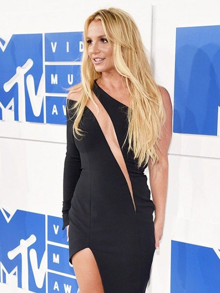Britney Spears Just Returned to the VMAs After NINE Years | Who What Wear