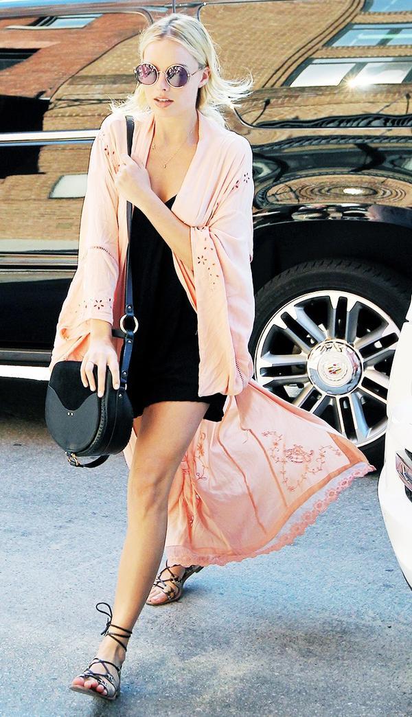 Margot Robbie kimono