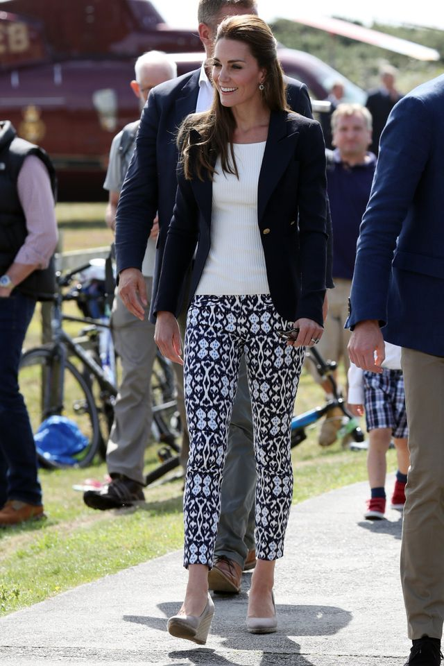 The duchess let her printed pants take center stage, keeping the rest of her look simple and sophisticated.