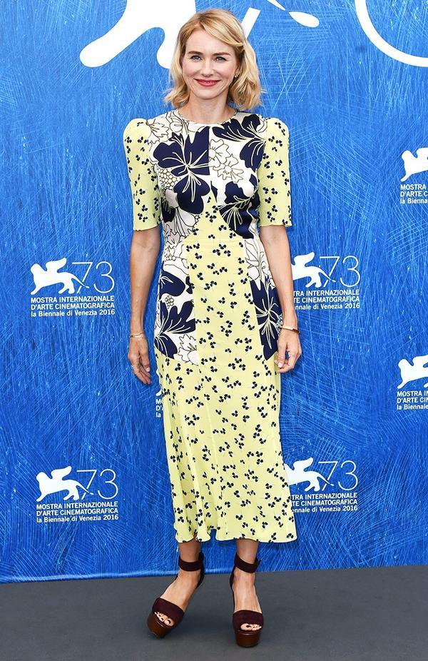 WHO: Naomi Watts WEAR: Roksanda dress; Nicholas Kirkwood shoes.
