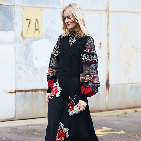 Autumn Outfit Ideas: Boho Maxi Dress + Closed-Toe Shoes