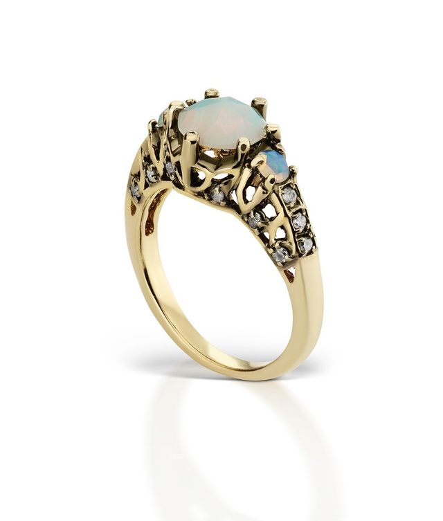 ManiaMania Ceremonial Ring With Opal