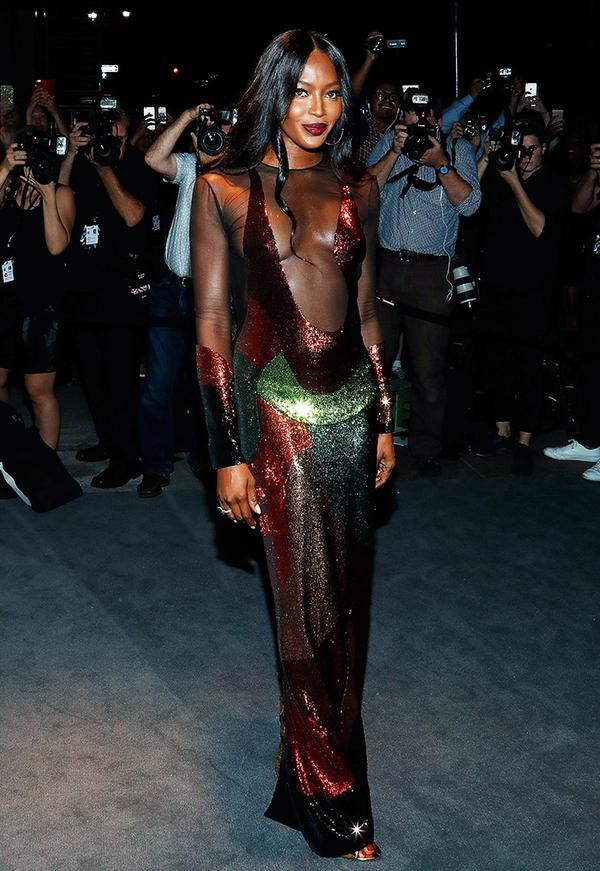 WHO:Naomi Campbell WHAT:Tom FordF/W 16 show WEAR: Tom Ford dress.