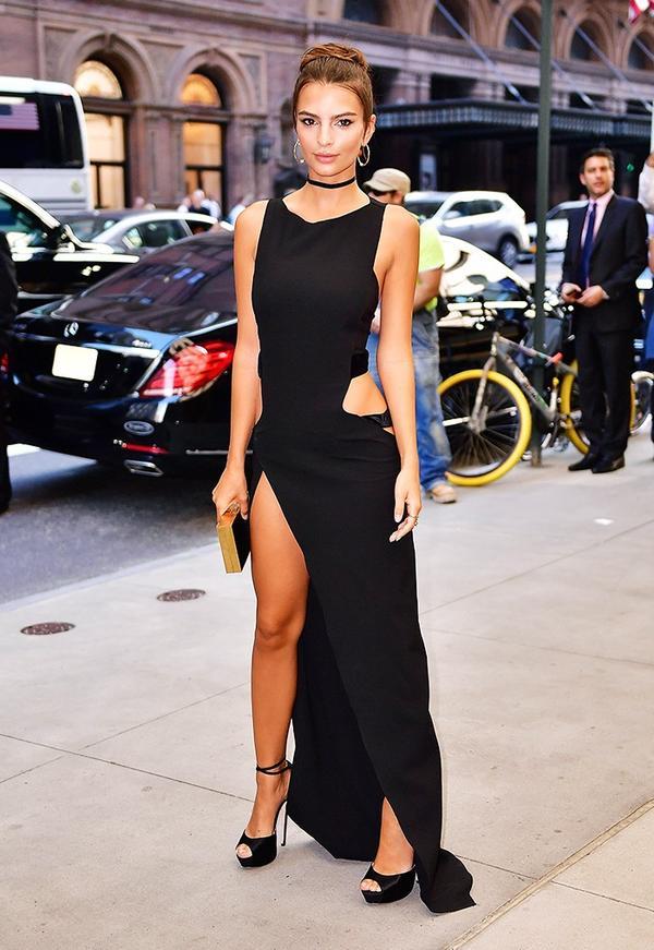 WHO:Emily Ratajkowski WHAT:Daily Front Row's Fourth Annual Fashion Media Awards WEAR:Amanda Wakeley dress.