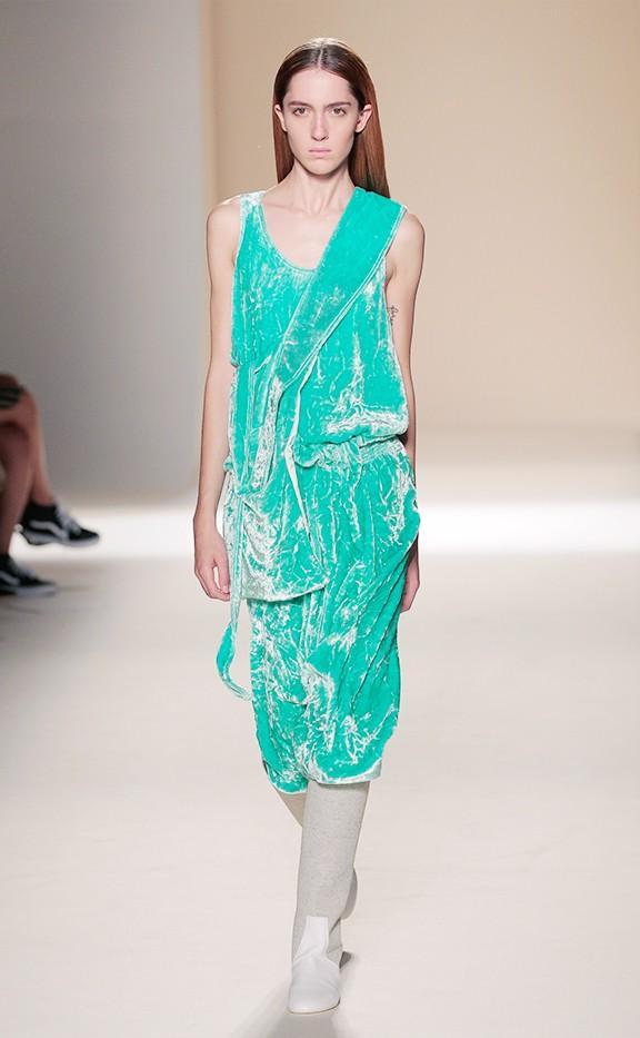 A soft flowing dress is a look we can't wear to wear.