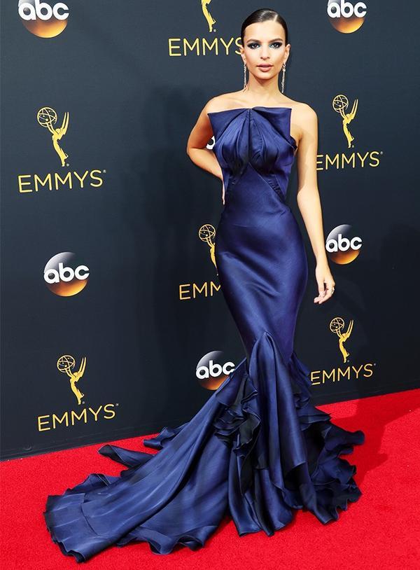 WHO: Emily Ratajkowski WHAT: Actress and model WEAR: Zac Posen dress.