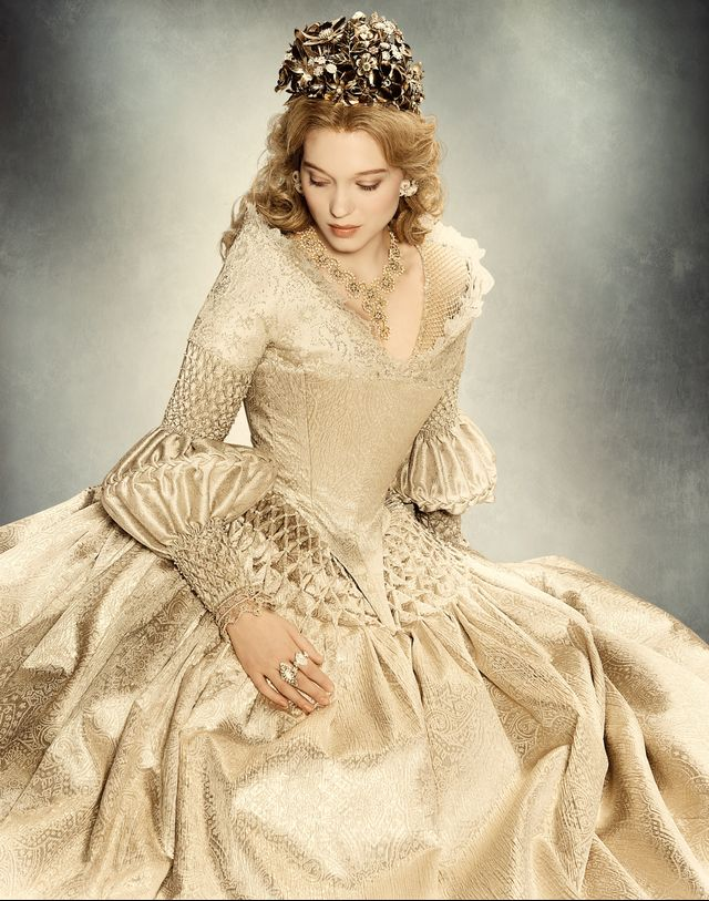 WWW: Each of Belle's gowns was more beautiful and extravagant than the last, and I found it really exciting to see what she would wear next. Was there a certain theme you carried out with...