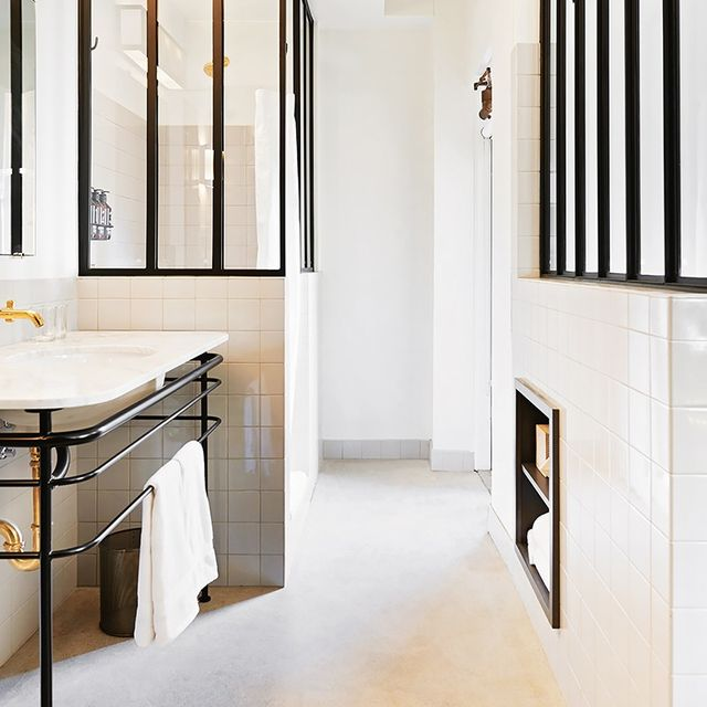 An Expert Shares the ONE Thing Every White Bathroom Needs