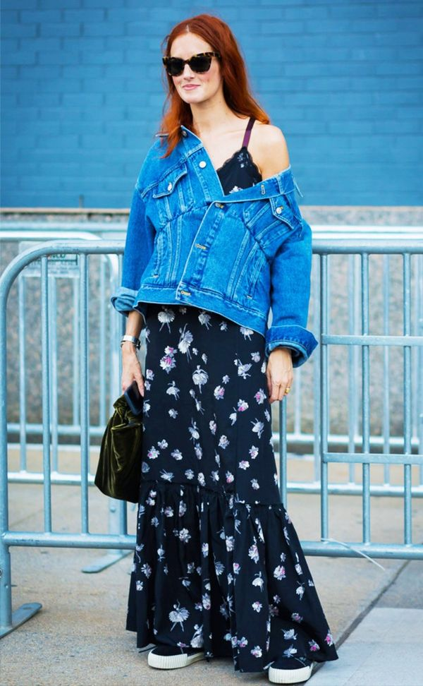 Floral Maxi Dress Denim Jacket Sneaker Street Style