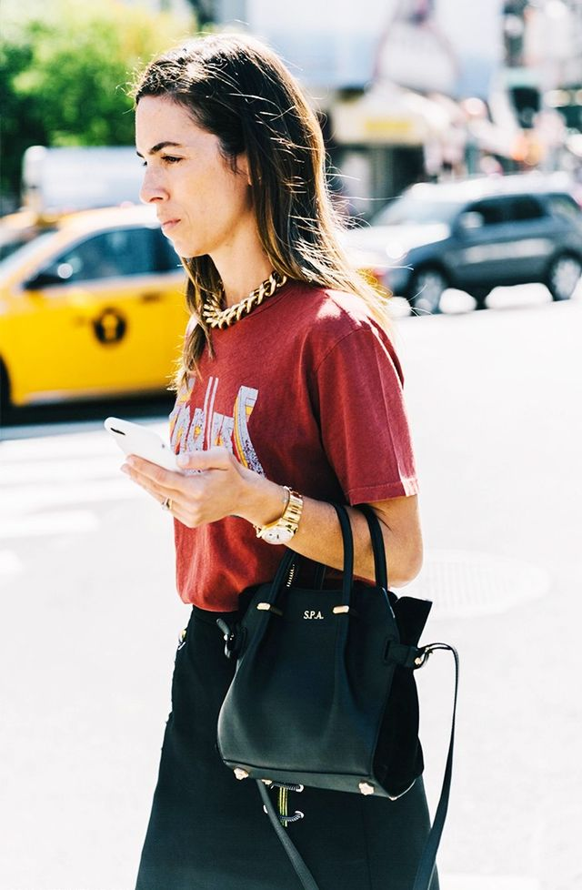 t-shirt outfit street style