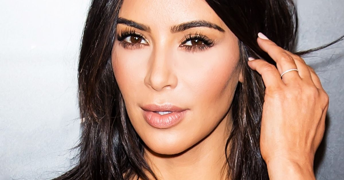 Préférence Watch Kim Kardashian West Do Her Own Makeup for a Night Out | Byrdie LU98