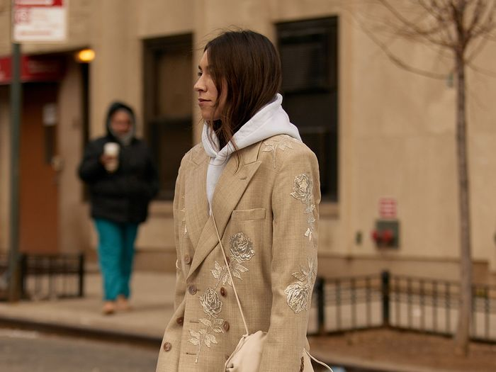chic hoodie outfits