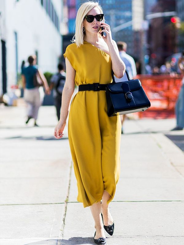 Style Notes: Jane Keltner de Valle pulls this summery dress into more autumnal territory with a host of black accessories. Very chic.