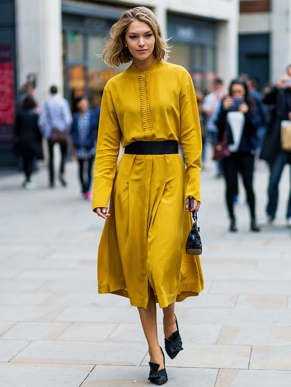 Style Notes: Arizona Muse got the memo: Mustard and black are best friends forever.